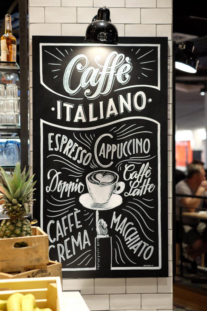 Ristorante Spiga, Tivoli Foodcourt, caffè italiano Kreidetafel, Schriftenmalerei, Wandbeschriftung, hand gemalt, Tafelbeschriftung, Tafelmaler, reverse glass painting