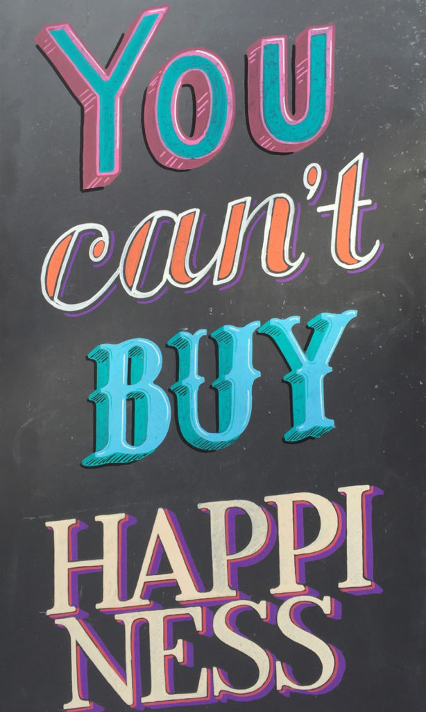 Scharfmacher, you can't buy happiness, Kundenstopper Kreidetafel, Schriftenmalerei, Wandbeschriftung, hand gemalt, Tafelbeschriftung, Tafelmaler