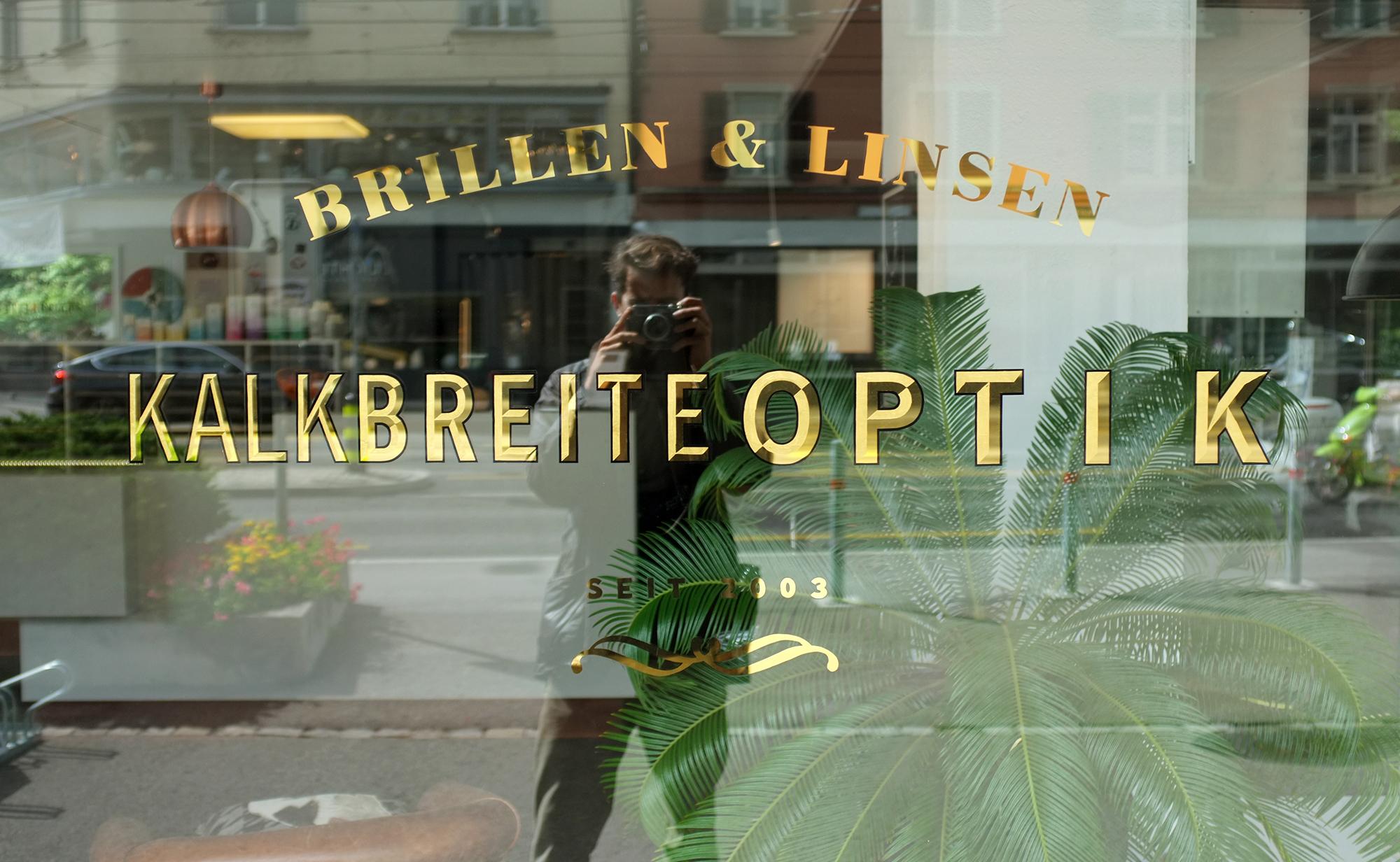 Kalkbreite Optik Hinterglasvergoldung Zürich Reverse glass gilding for Kalkbreite Optik Handgemalte Schaufensterbeschriftung vom Tafelmaler
