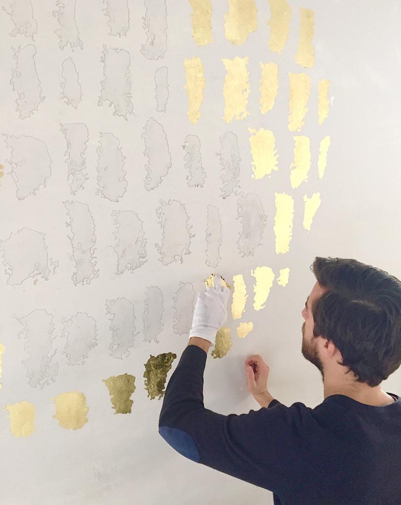 Das Yoga Haus Zürich, Sonne, Blattgold Kreidetafel, Schriftenmalerei, sign painting, Schaufensterbeschriftung, Wandbeschriftung, hand gemalt, Tafelbeschriftung, Tafelmaler, reverse glass painting, mural