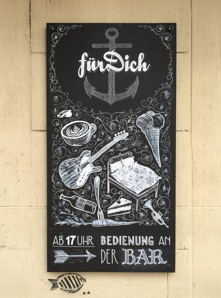 Kafi Für Dich, Angebot, Kreidetafel Schriftenmalerei, Wandbeschriftung, Aussenbeschriftung, hand gemalt, Tafelbeschriftung, Tafelmaler