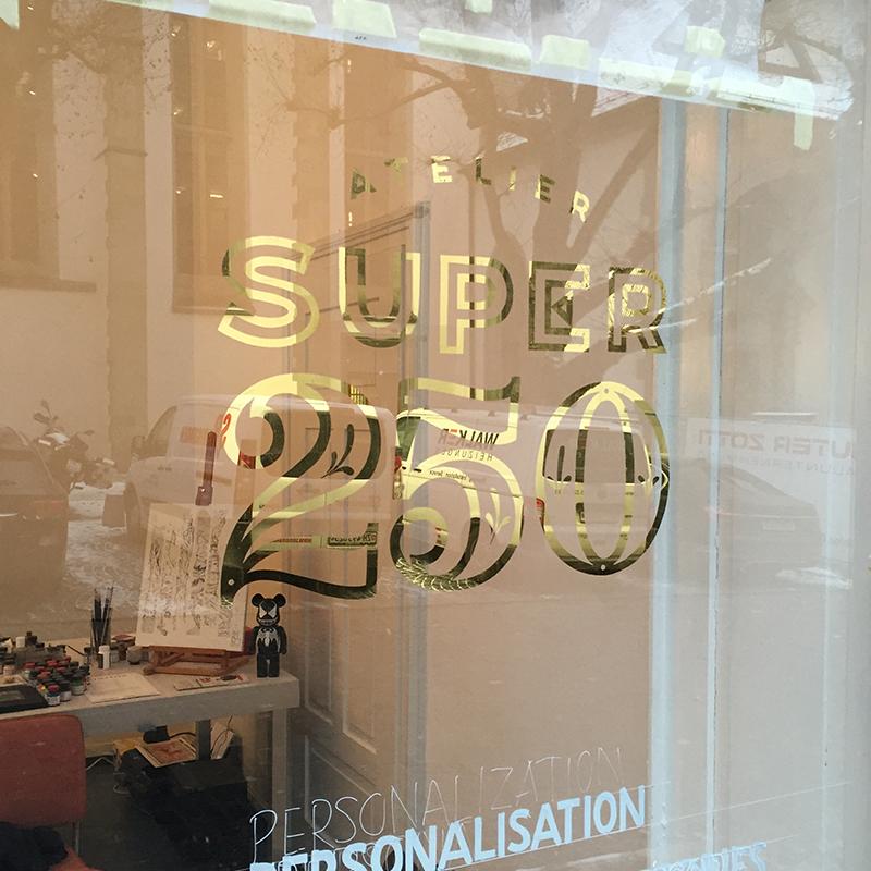 Hinterglasvergoldung, Reverse Glass Gilding, Atelier Super 250, Schriftenmalerei, hand gemalt, Tafelbeschriftung, Tafelmaler